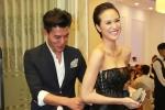 Hiếu Nguyễn ngượng đỏ mặt khi chỉnh sửa váy áo cho Phương Mai