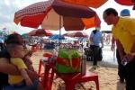 Bí thư Vũng Tàu đi dọc bãi biển vận động du khách không ăn nhậu, xả rác