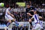Gareth Bale sắm vai người hùng, Real tạm dẫn đầu bảng