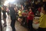 Độc đáo ở Hà Nội: Tiểu thương xếp hàng nhảy aerobic trong chợ