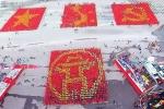 12.000 người xếp hình khối bản đồ Việt Nam, cờ Tổ quốc