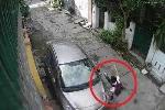 Clip: Học sinh 'manh động' đạp gẫy gương chiếu hậu ôtô