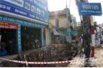Vỡ đường ống nước giữa thủ đô, đe dọa sụt lún nhà dân