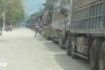 Clip: Hàng trăm xe dưa hấu, thanh long ùn tắc ở cửa khẩu Tân Thanh
