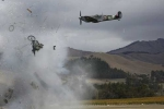 Video: Máy bay phát nổ, phi công thoát chết hy hữu