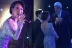 Uyên Linh được mời trò chuyện sau khi hát tặng ông John Kerry