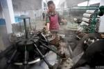 Những hình ảnh hiếm thấy bên trong một nhà máy ở Triều Tiên