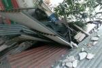 Đình chỉ thi công công trình có khối bê tông rơi vào nhà dân