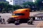 Xe container đâm hàng loạt xe chờ đèn đỏ: Bệnh viện nói 'có', CSGT nói 'không