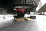 Nữ sinh chết thảm dưới bánh xe container khi đi xin việc làm thêm