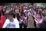 Video: Hàng ngàn 'thây ma' đổ ra đường tuần hành