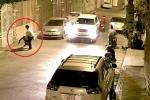 Clip: Vặt trộm gương xe bất thành, bị chủ nhà 'dần' một trận te tua