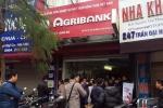 Nghi án 2 kẻ cầm dao cướp ngân hàng giữa Thủ đô ngày cuối năm