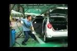 Rửa xe kiểu... nghệ sĩ