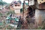 Xe quá tải 'đánh' sập cầu ở Đắk Lắk