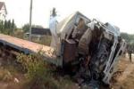 Xe tải tông thẳng xe đầu kéo, 3 người chết tại chỗ
