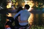 Thất tình ra hồ Tây ngồi, thiếu nữ bị lừa lấy mất xe máy