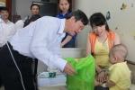Đoàn viên Tòa án Nhân dân tối cao trao 215 phần quà cho bệnh nhi