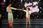 Con gái Thái Thuỳ Linh diện áo dài đôi bẽn lẽn bên mẹ