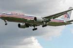 American Airlines để một phụ nữ tàn tật phải bò lên máy bay