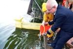 Cơ trưởng Vietjet phóng sinh chim, thả cá tiễn ông Công ông Táo