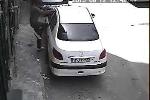 Thủ đoạn mở cửa ôtô cực nhanh của tên trộm