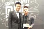 Phúc Bồ nhận giải MAMA 2015 cùng ông chủ nhà JYP