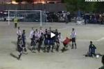 Video: Trọng tài rút thẻ đỏ bị quây đánh hội đồng