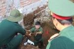 Đào móng nhà phát hiện hầm chứa đạn, pháo