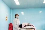 Thiếu nữ 9X kiếm sống bằng trang điểm cho người chết