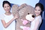 Trang Trần ôm gấu bông khổng lồ đến chúc mừng Thủy Bi