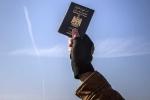 IS 'tắm máu' Châu Âu bằng hộ chiếu giả?
