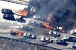Video: Đám cháy rừng 'liếm' qua đường cao tốc, thiêu rụi hàng loạt ô tô