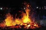 Sự kỳ bí của tục nhảy vào lửa