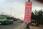 Băng rôn 'lạ' xuất hiện trên Xa lộ Hà Nội