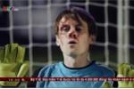 Clip thủ môn xui xẻo 5 lần bị bóng đập vào mặt chảy máu