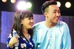 Việt Hương hài hước đút sữa cho Trấn Thành như em bé