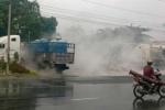 Hàng nghìn lít a xít đổ tràn, người đi đường tháo chạy