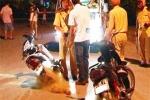 Bị giữ phương tiện, đánh CSGT ngã xuống đường
