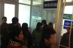 Chen chân bên cửa chờ tin nữ sinh bị xe đâm ở Xã Đàn