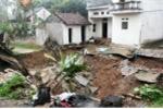 'Hố tử thần' nuốt chửng đường đi ở Hà Nội