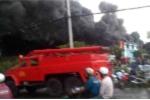 Cháy lớn bao trùm công ty nệm Vạn Thành ở Sài Gòn
