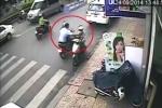Hai thanh niên cướp giật dây chuyền vàng trên phố thủ đô
