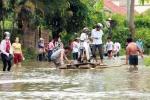 Mưa lũ biến thôn thành ốc đảo, 600 dân bị cô lập