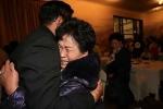 Xúc động clip đoàn tụ gia đình Triều Tiên - Hàn Quốc