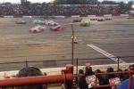Video: Nín thở xem đua xe tốc độ cao trên đường đua hình số 8