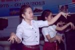 Nữ sinh Lào khoe điệu nhảy truyền thống mừng Quốc khánh