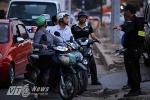 Hà Nội: Dân ngơ ngác ngày đầu rào chắn đường Bưởi