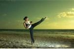 Clip: Nữ cao thủ Karate hạ gục 3 tên lưu manh đường phố