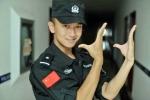 Clip: Màn múa tay điêu luyện của chàng cảnh sát điển trai 'đốn tim' cư dân mạng